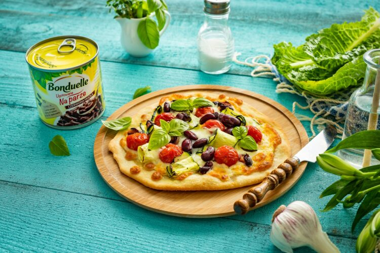 Szybka pizza z cukiniÄ…, pomidorami i fasolÄ…