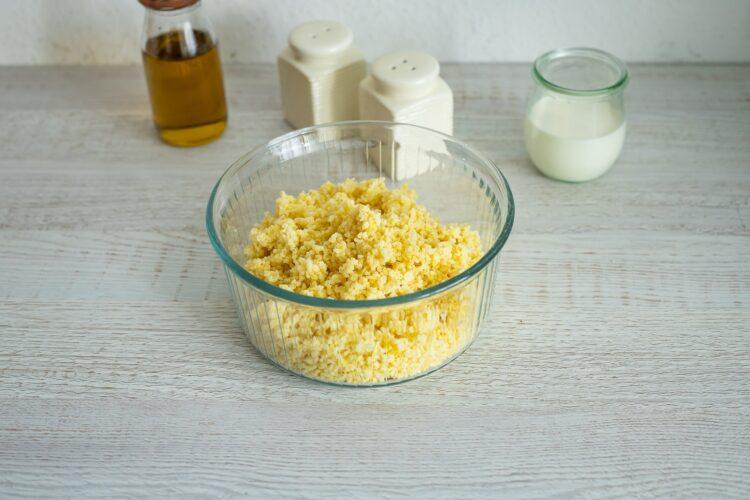 Faszerowana dynia piżmowa z kaszą jaglaną, warzywami i serem - Krok 1