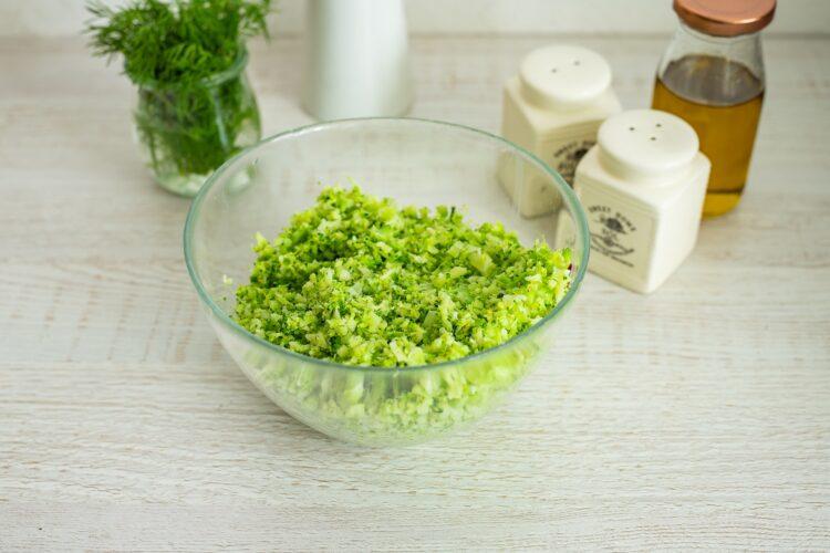 Kotleciki z brokuła na kremowym szpinaku z kukurydzą z groszkiem - Krok 1