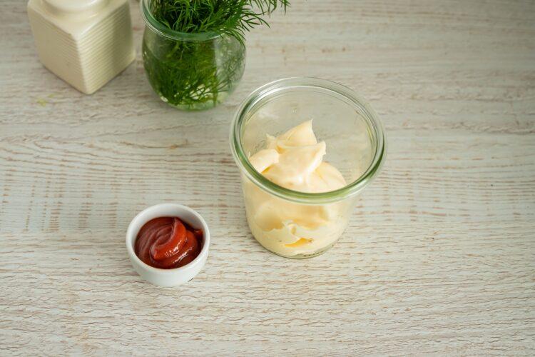 Warstwowa sałatka z paluszkami krabowymi i ananasem - Krok 1