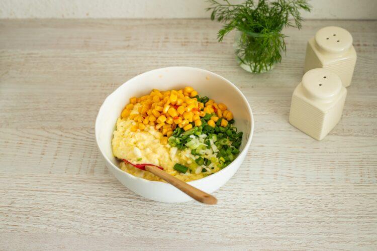 Pikantne placuszki z serka wiejskiego z kukurydzą - Krok 3