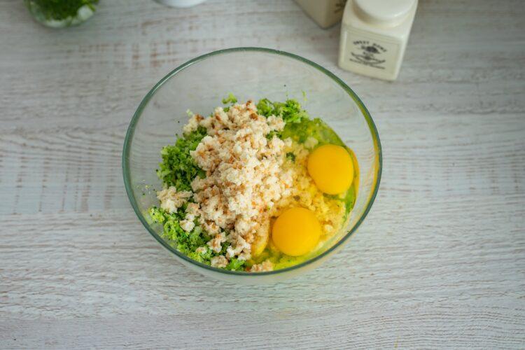 Kotleciki z brokuła na kremowym szpinaku z kukurydzą z groszkiem - Krok 3