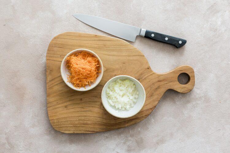 Surówka z kiszonej kapusty, marchewki i fasoli - Krok 1