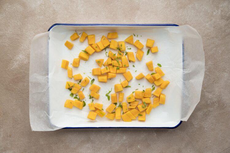 Sałatka z kaszy bulgur z pieczoną dynią, fetą i pistacjami - Krok 1