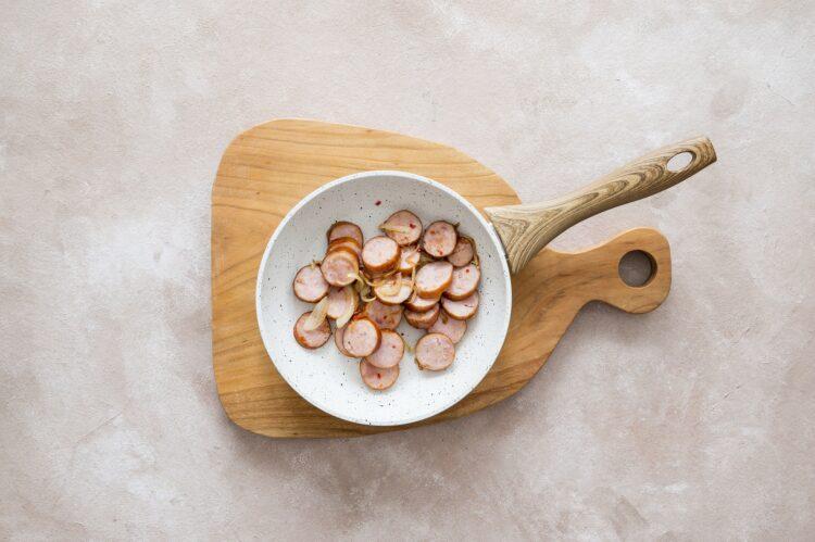 Chłopski garnek z kapustą, kiełbasą i ziemniakami - Krok 2