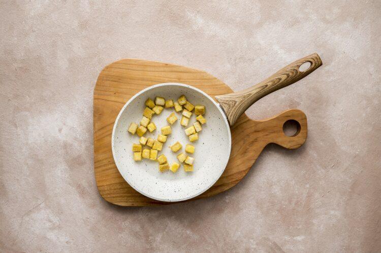 Makaron ryżowy z tofu i papryką w sosie słodko-kwaśnym - Krok 2