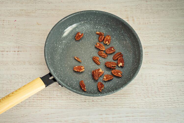 Sałatka z kaszą, dynią, serem pleśniowym i żurawinowym dressingiem - Krok 1