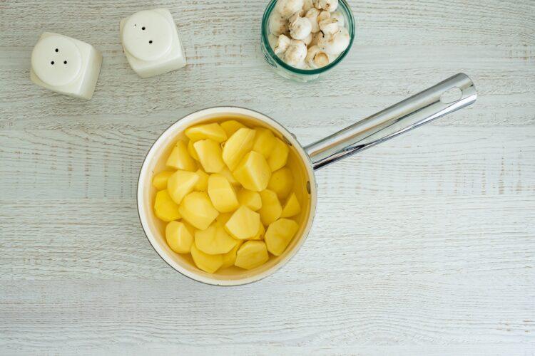 Tortilla z ziemniakami, pieczarkami i groszkiem - Krok 1