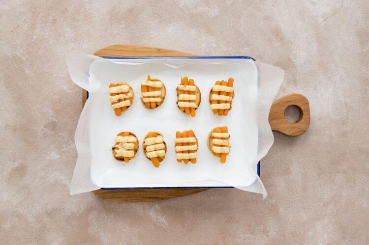 Zupa cebulowa z grzankami z marchewką i serem - Krok 4