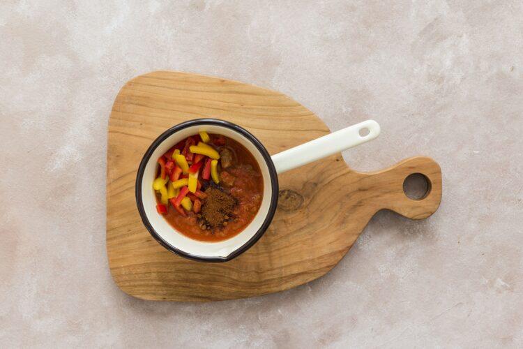 Gulasz paprykowy z wołowiną, fasolą i rozmarynem - Krok 4
