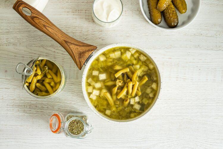 Zupa ogórkowa z zielonymi warzywami - Krok 3