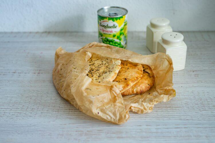 Szybki gyros z kurczaka z jogurtowym sosem z groszkiem - Krok 3