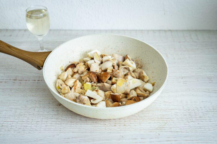 Gulasz z indyka z grzybami i fasolką flażoletką - Krok 3