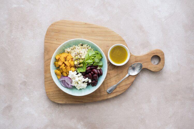 Sałatka z kaszy bulgur z pieczoną dynią, fetą i pistacjami - Krok 5