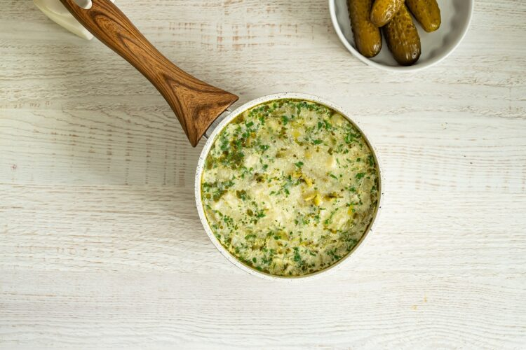Zupa ogórkowa z zielonymi warzywami - Krok 4