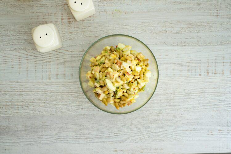 Sałatka z jajkiem z fasolą, wędzonym kurczakiem i awokado - Krok 4