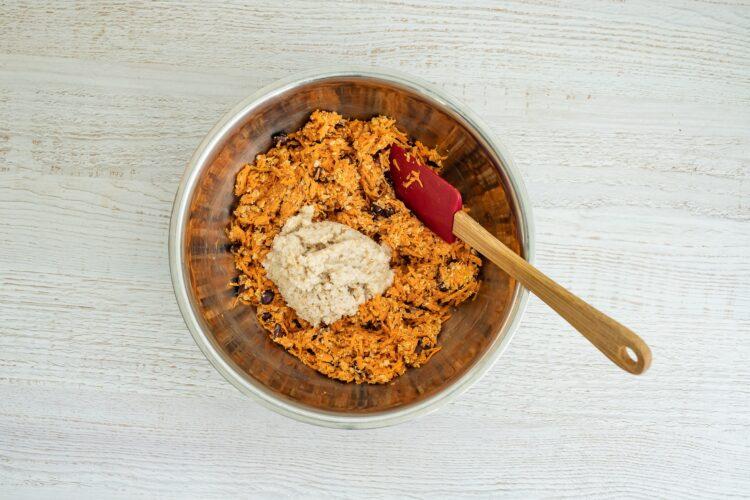 Pieczone kotlety z marchewki z czarną fasolą - Krok 4