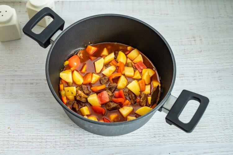 WÄ™gierska zupa gulaszowa z kukurydzÄ… - Krok 4