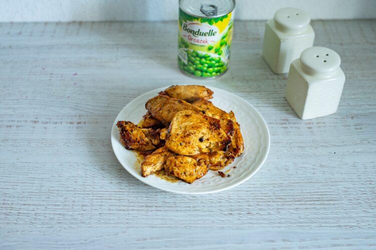 Szybki gyros z kurczaka z jogurtowym sosem z groszkiem - Krok 5
