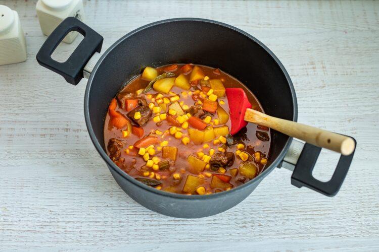 WÄ™gierska zupa gulaszowa z kukurydzÄ… - Krok 5