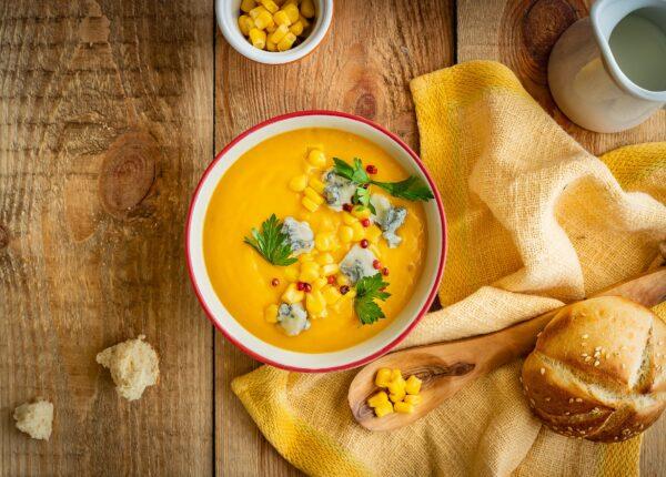 Krem z dyni i kukurydzy z serem pleśniowym