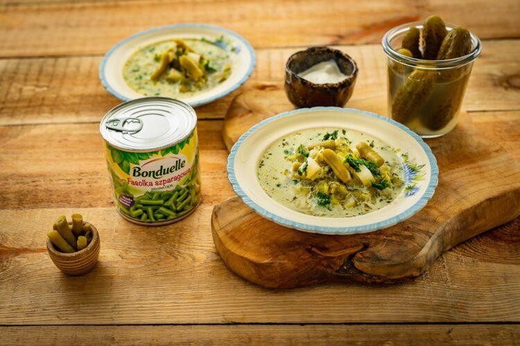 Zupa ogórkowa z zielonymi warzywami
