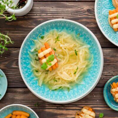 Zupa cebulowa z grzankami z marchewką i serem