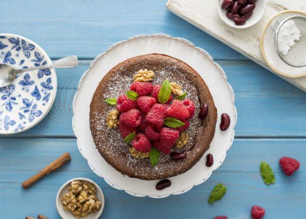 Brownie z fasoli z cynamonem i orzechami