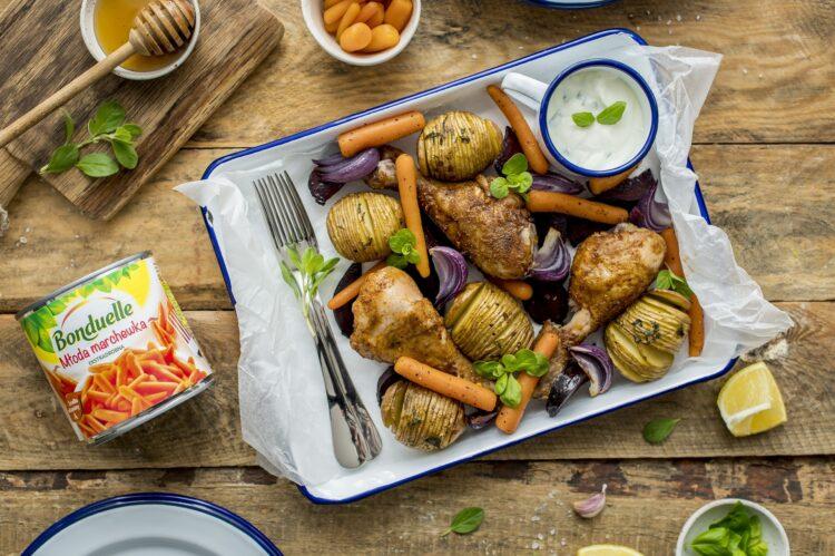 Pikantne udka z warzywami z ziołowym sosem