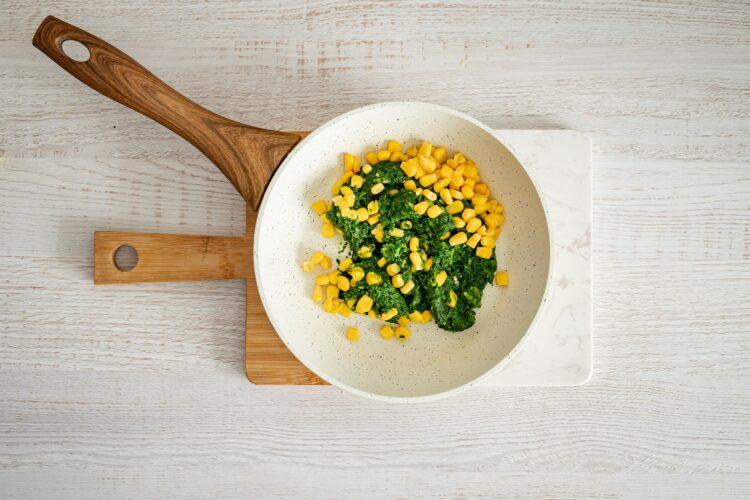 Pieczona polędwiczka wieprzowa faszerowana szpinakiem, kukurydzą i serem - Krok 1