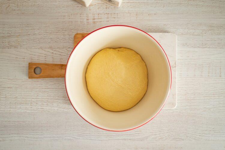 Odrywany chlebek z ziołami, serem, kukurydzą i groszkiem - Krok 1