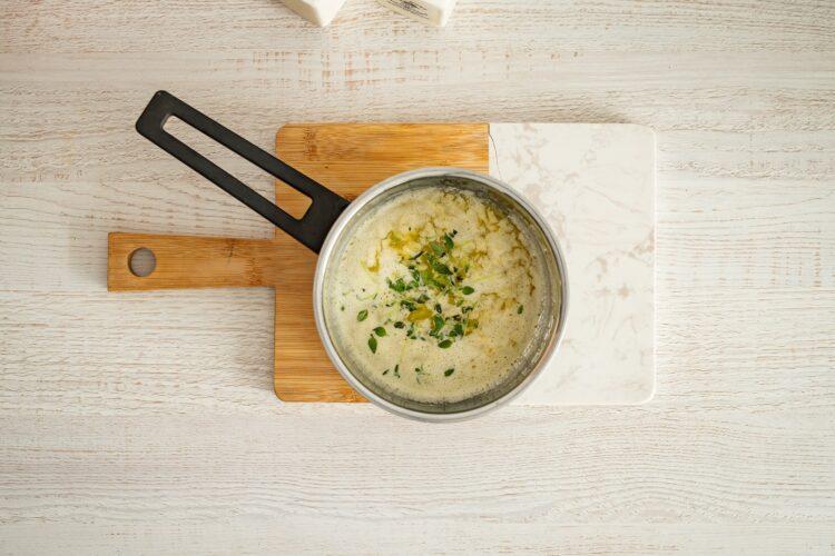 Odrywany chlebek z ziołami, serem, kukurydzą i groszkiem - Krok 2