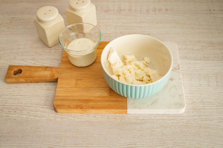 Kruche babeczki z pastą z fety z groszkiem, kukurydzą, oliwkami i suszonymi pomidorami - Krok 3