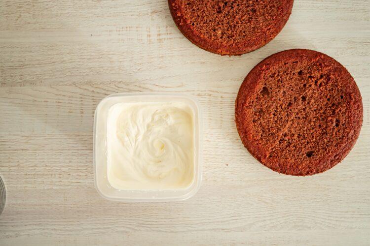 Tort red velvet z burak贸w z kokosowym kremem - Krok 4