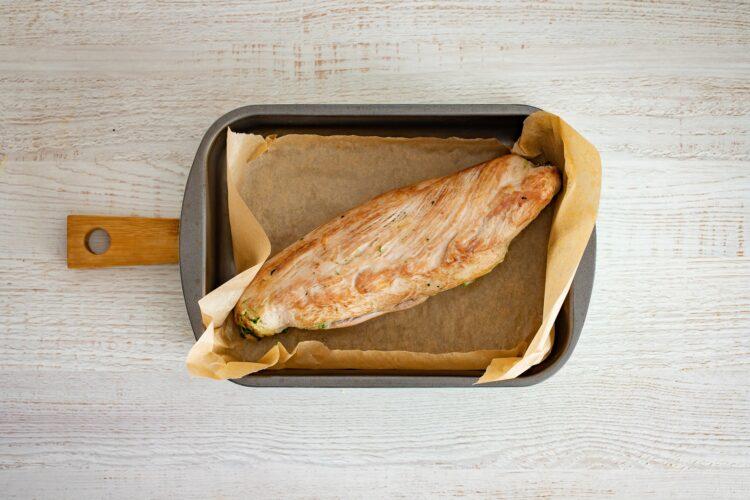 Pieczona polędwiczka wieprzowa faszerowana szpinakiem, kukurydzą i serem - Krok 5