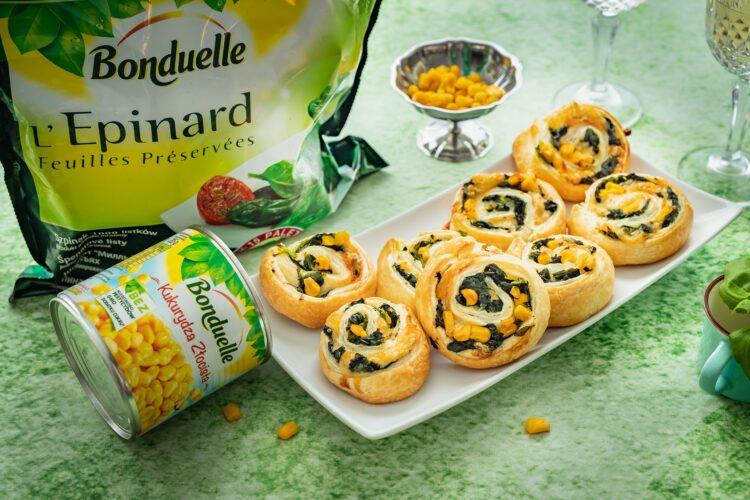 Åšlimaczki z ciasta francuskiego ze szpinakiem, kukurydzÄ… i gorgonzolÄ…
