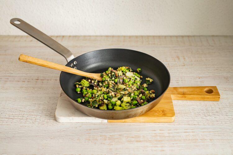 Polędwiczka w cieście francuskim z kaszą i warzywami - Krok 1