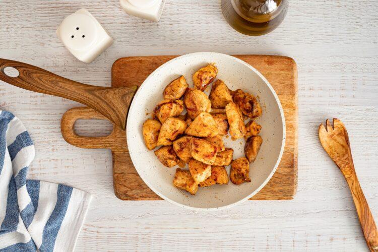 Kasza smażona z kurczakiem i warzywami oraz mozzarellą - Krok 2