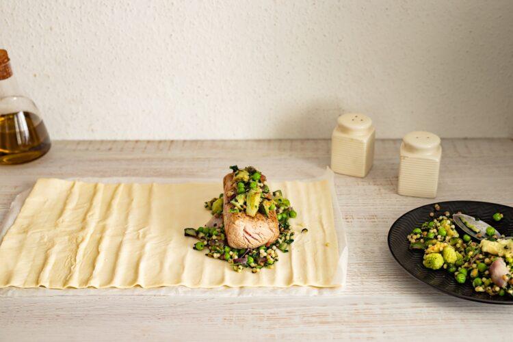 Polędwiczka w cieście francuskim z kaszą i warzywami - Krok 3