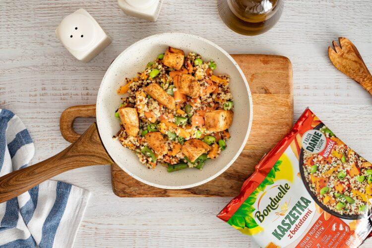 Kasza smażona z kurczakiem i warzywami oraz mozzarellą - Krok 4