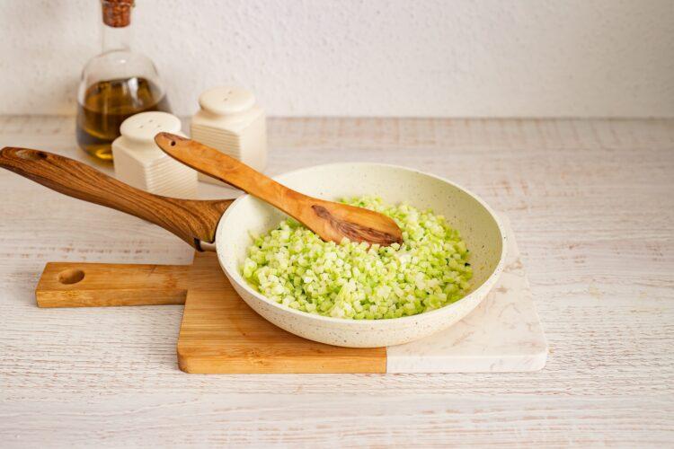 Kotlety jajeczne z brokułami w panierce - Krok 1