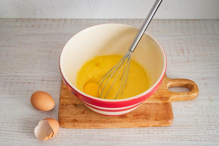 Szybkie ciasto marchewkowe - Krok 1