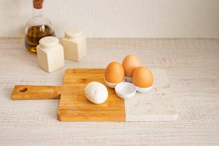 Kotlety jajeczne z brokułami w panierce - Krok 2