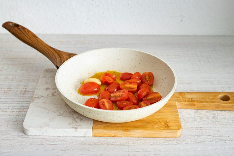 Pierogi z soczewicą i smażonymi pomidorkami - Krok 4