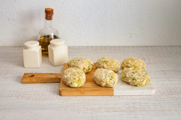 Kotlety jajeczne z brokułami w panierce - Krok 5