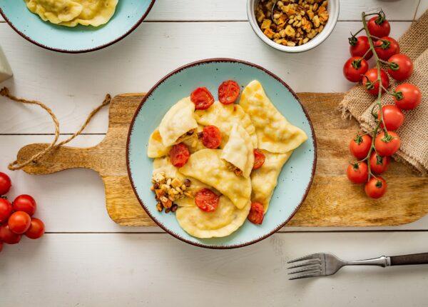 Pierogi z soczewicą i smażonymi pomidorkami