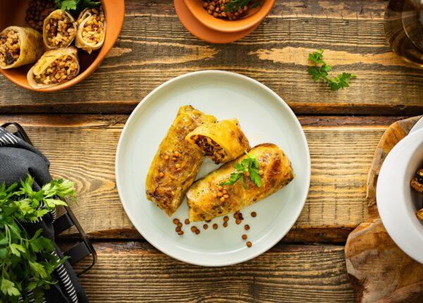 Wegańskie gołąbki z soczewicą, ryżem i grzybami