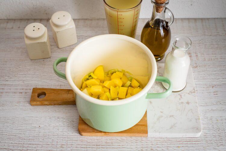 Zupa szparagowa z cieciorką i fetą - Krok 1