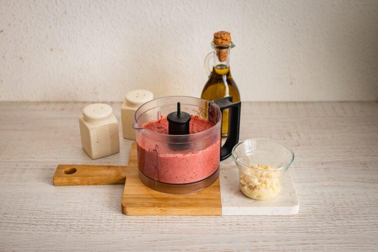 Pasta z czerwonej fasoli z buraczkami i chrzanem - Krok 2