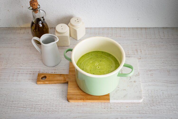 Zupa z cukinii z jajkiem i miksem fasoli z parmezanem - Krok 3